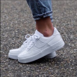 Nike🔴Air Force 1 white sneakers women's Sz 7.5
